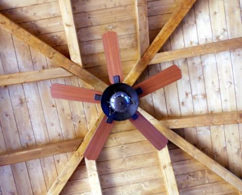 Instalación de aire acondicionado en porche de madera