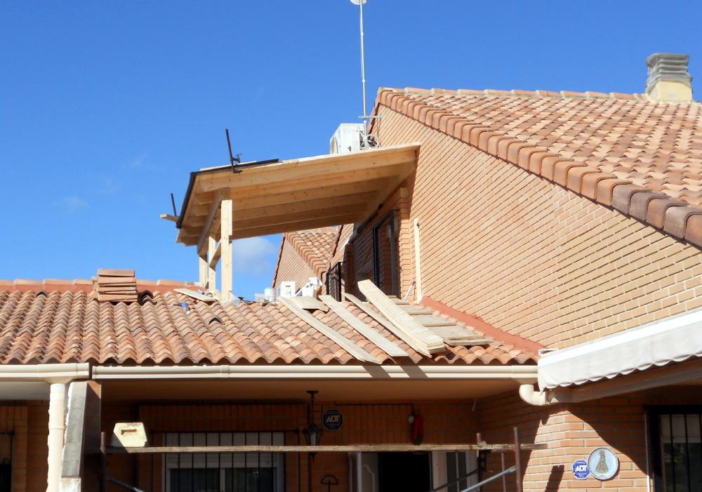 Hacer una habitaci n con madera candel madera y obra for Como hacer una terraza techada