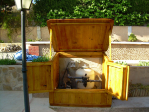 Caseta de madera con techo de teja y otras alternativas 2