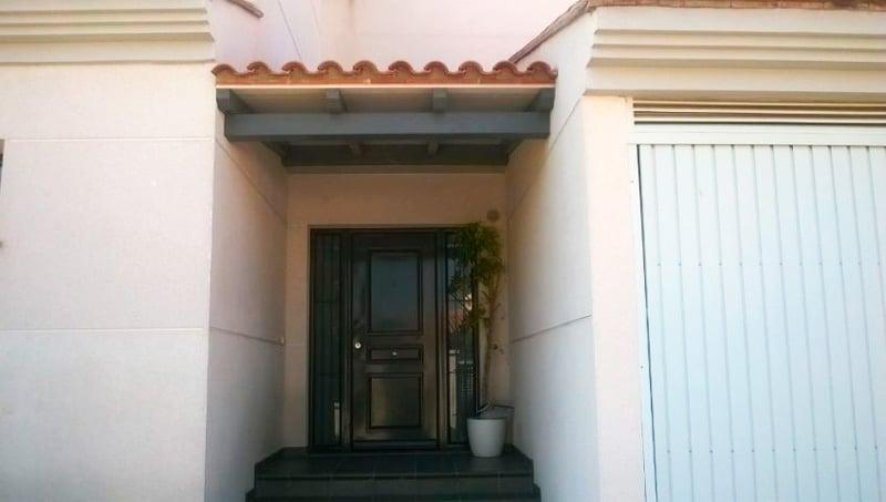 marquesina-madera-entrada-casa