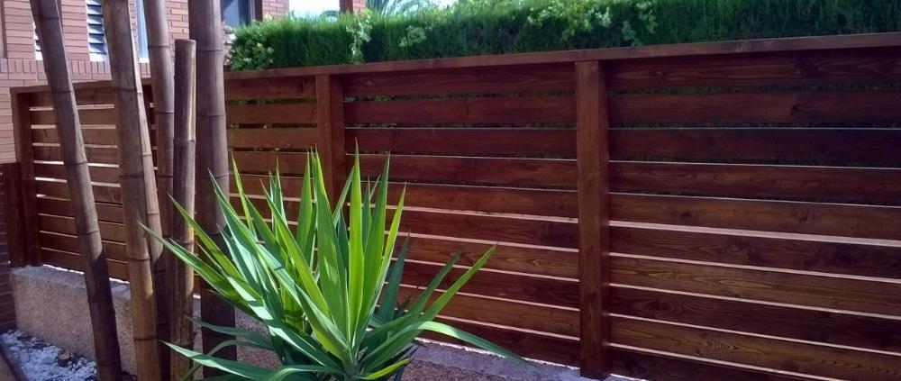 valla de madera medianera