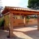 Porche de madera con valla