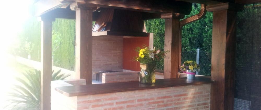 bancada de cara vista para porche de madera
