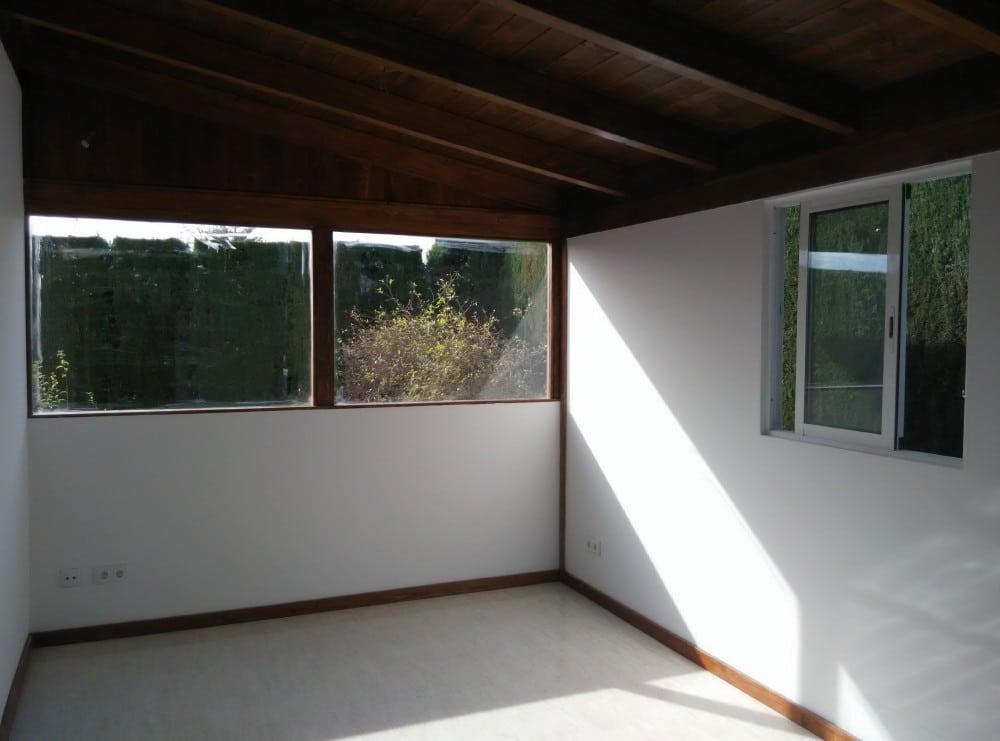 Vista interior con el suelo chapado