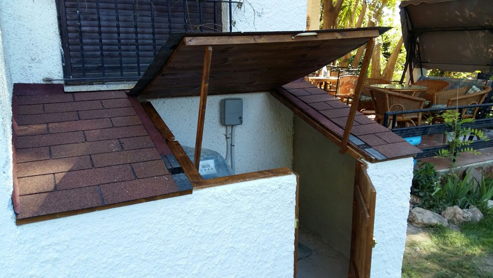 La anterior caseta depuradora abierta candel madera y obra for Caseta depuradora piscina
