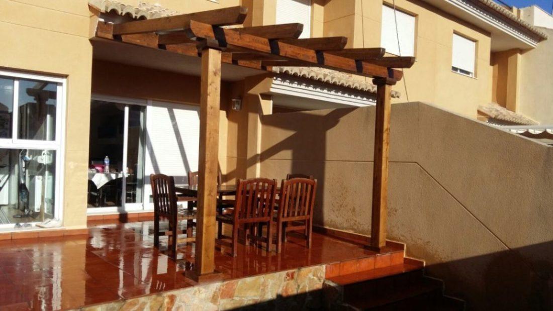 Pérgola-estructura de madera, cogida a pared | Candel, madera y obra