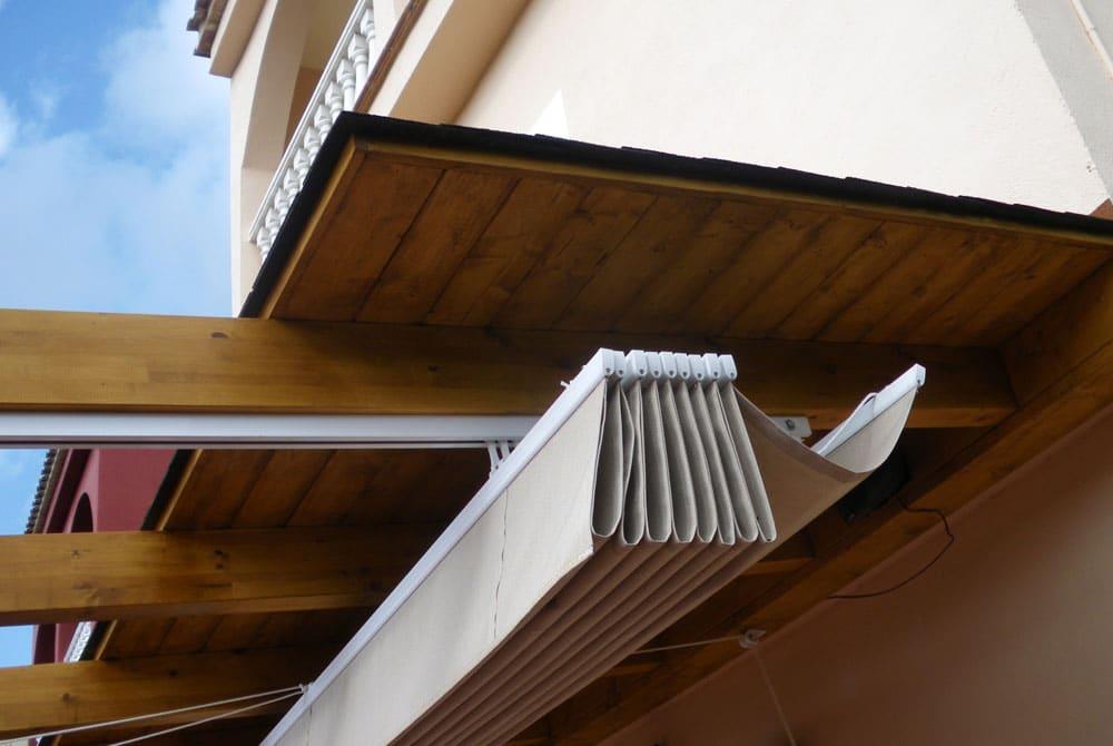 Porches y p rgolas candel madera y obra - Toldo de madera ...