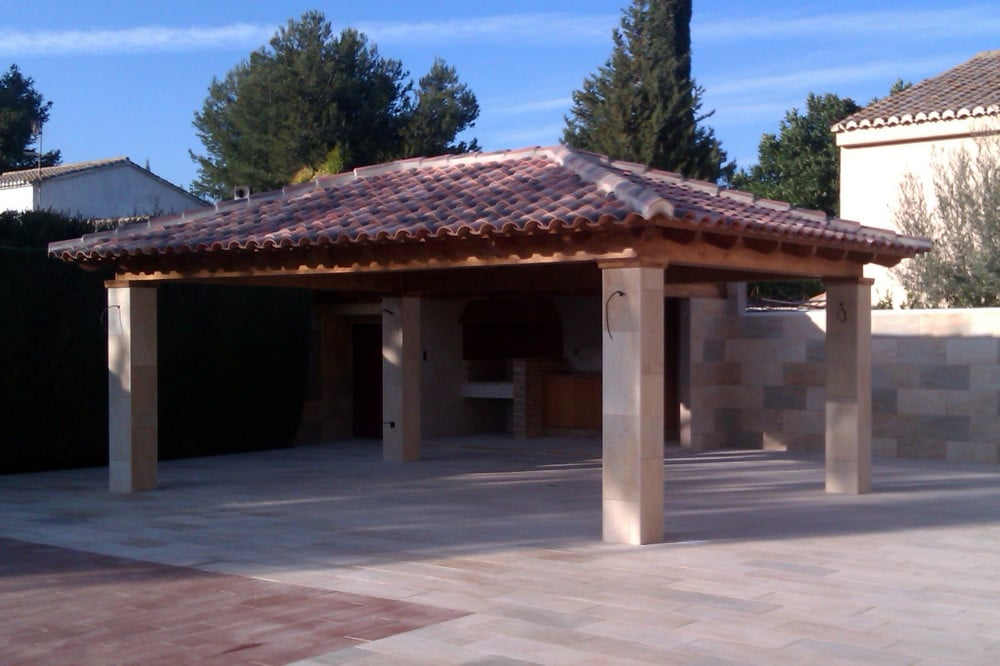 Cenador a 4 aguas rectangular con columnas de obra chapadas