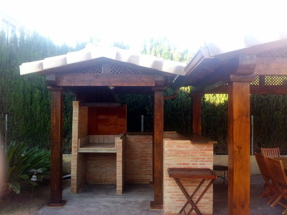 Obras y reformas candel madera y obra for Tejados de madera para barbacoas