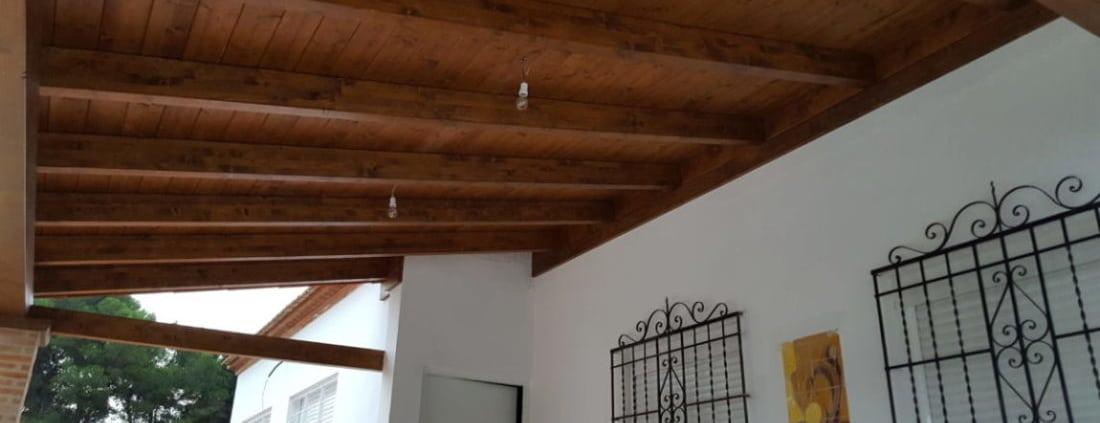 Interior porche de madera