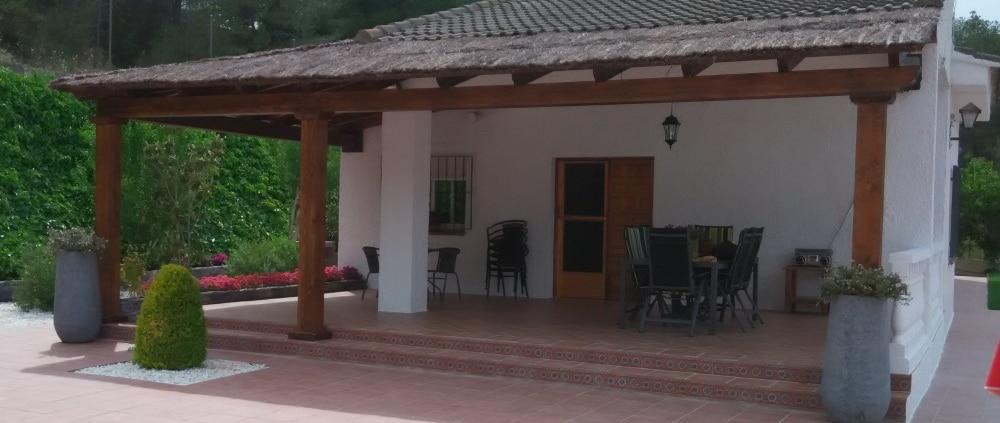 Porche de madera techo de brezo