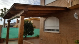 Porche madera terminado