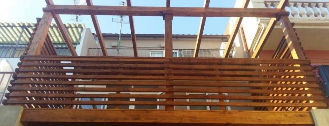 Pérgola-altillo-entarimado-valla madera