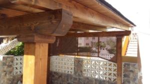 Celosía de madera a rombos