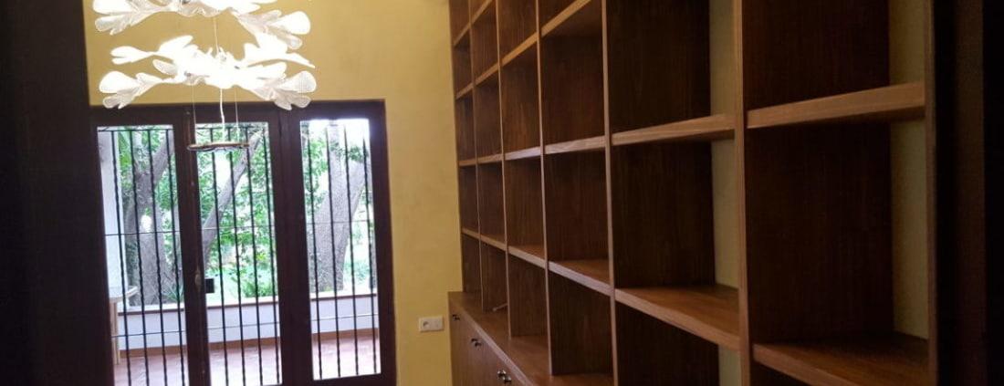 instalación de bibliotecas de madera