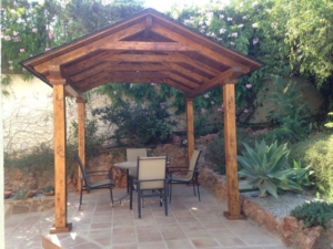 Cenadores de madera a dos aguas con techo de tégola 1