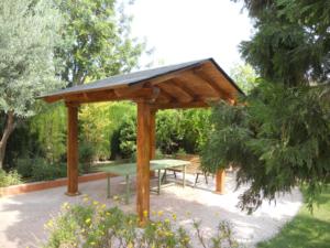 Cenador de madera a dos aguas  con techo de tégola 2