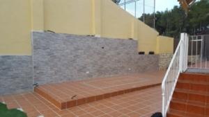 Porche de madera y chapado de suelo y pared 1