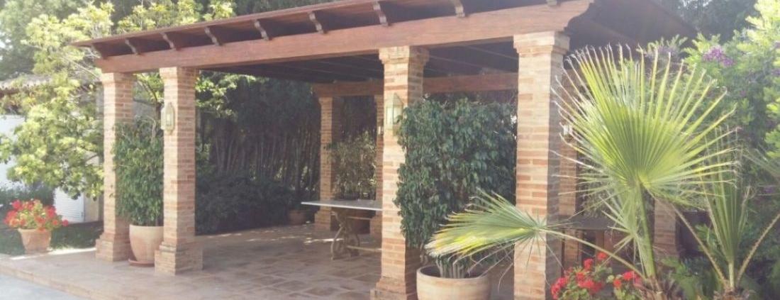 Porche de madera y obra